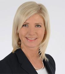 Staatsministerin Ulrike Scharf; Bild vergrößert sich per Mausklick; 1,6 MB