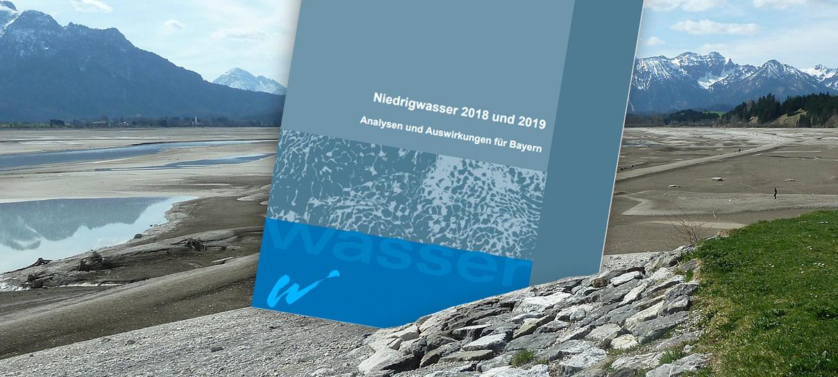 Das Bild zeigt ein ausgetrockneten Forggensee und das Cover des Niedrigwasserberichts